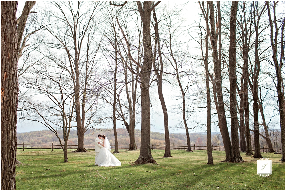 Classic Blush barn at Ligonier Wedding_Jackson Signature Photography_0011.jpg